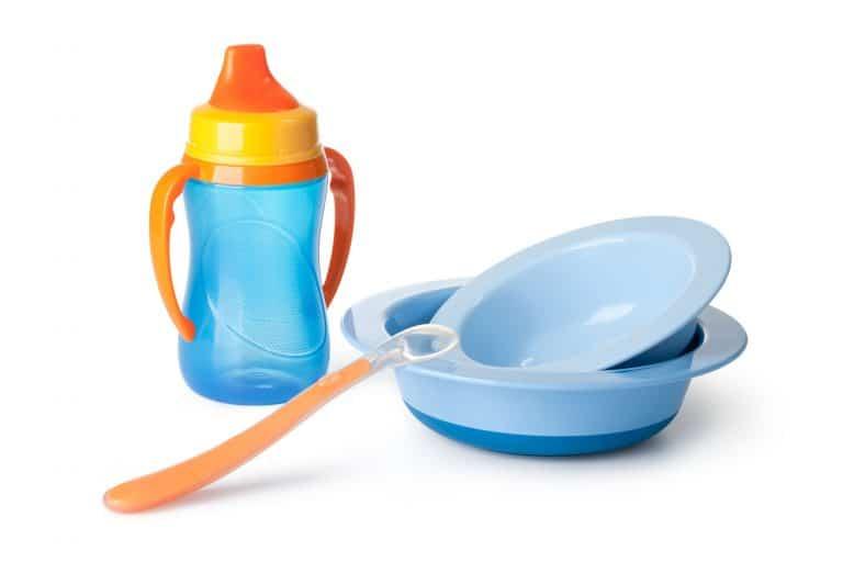 Trinklernbecher und Plastikgeschirr