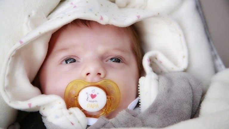 1befd1c65da Die Dehydrierung deines Babys stellt eine ernstzunehmende Gefahr bei  Durchfall dar. (Bildquelle  pixabay.com   2554813)