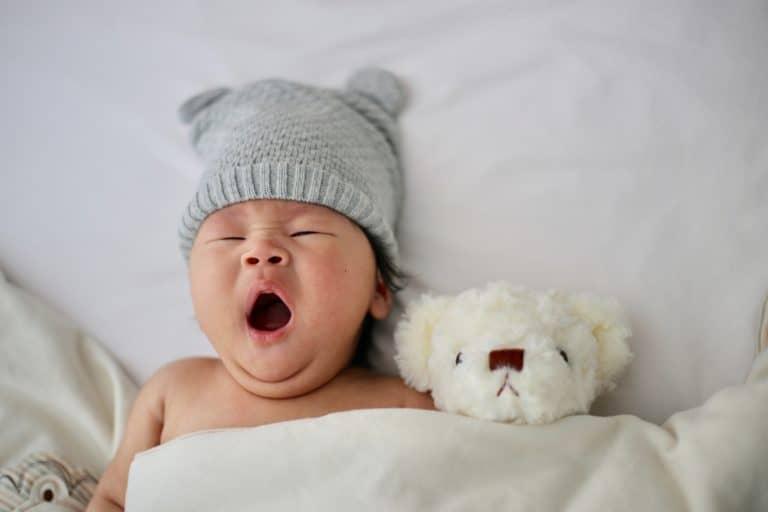 Gähnendes Baby