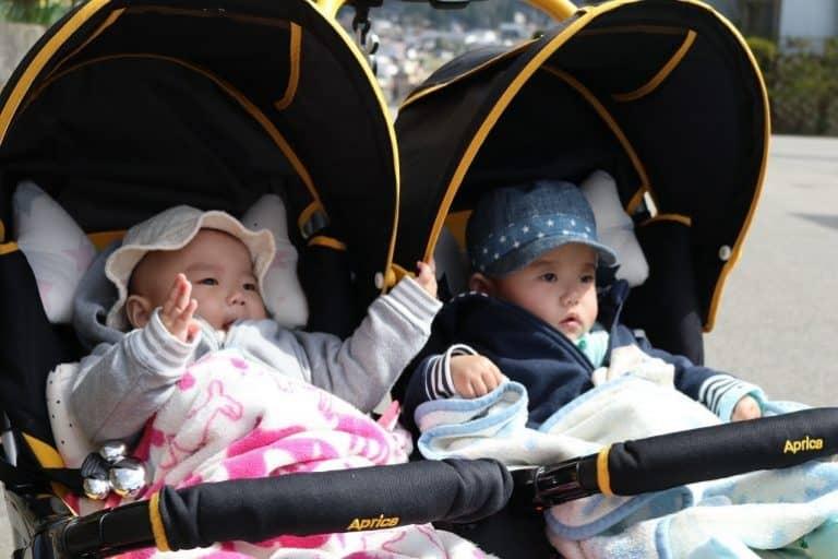 Babys in Kinderwägen