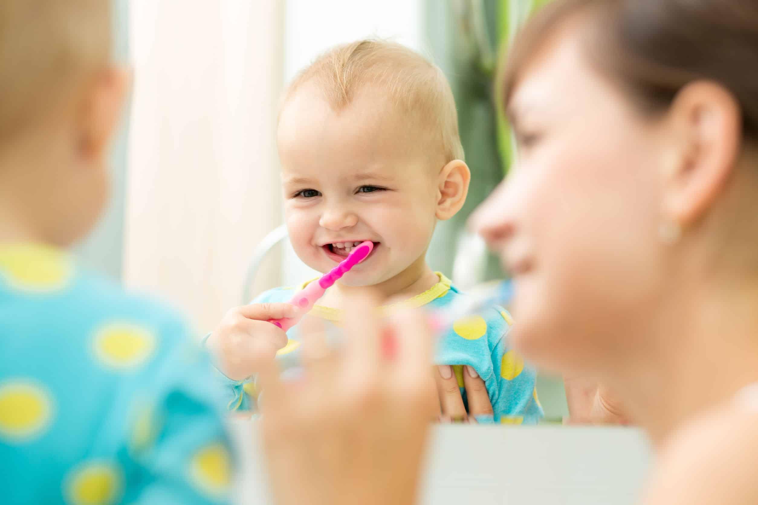 Zahnpflege für dein Baby: 3 Tipps für die richtige Pflege kleiner Zähne