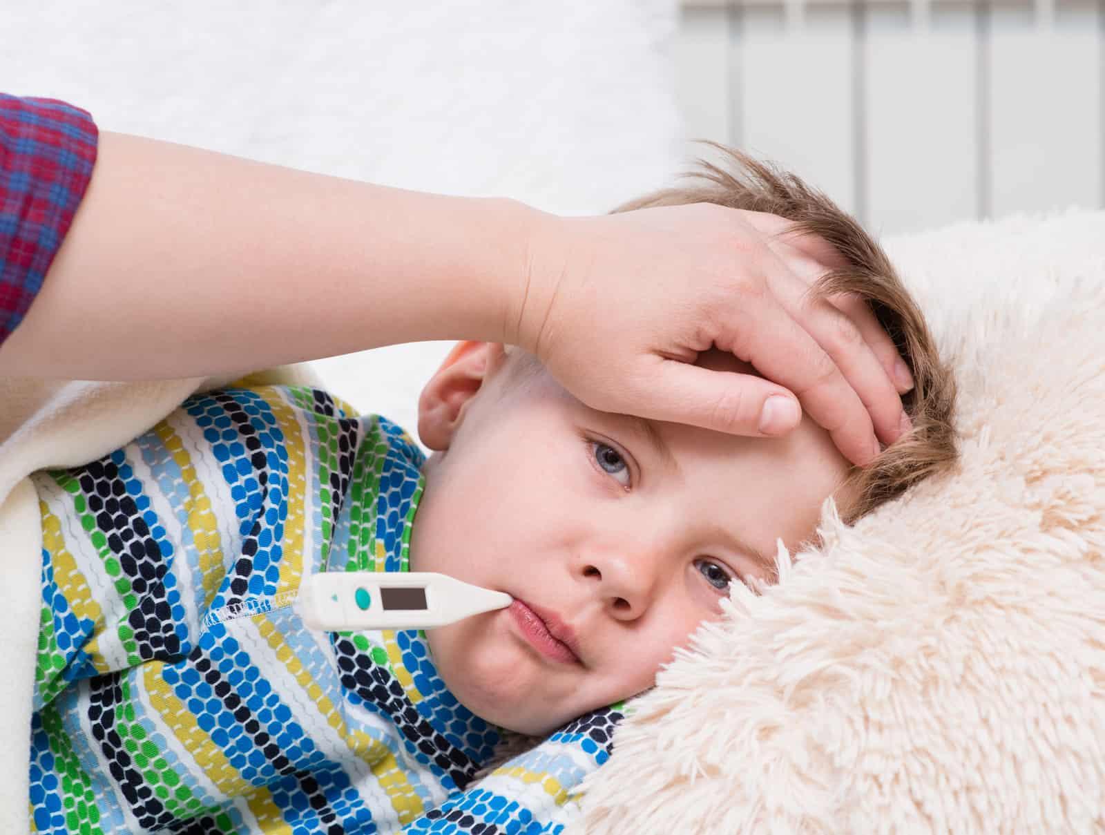 Fieber bei Babys: Ursachen und Lösungen